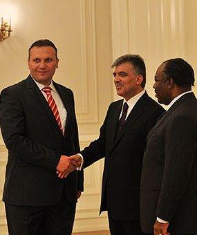 Кармод был приглашен в президентский дворец