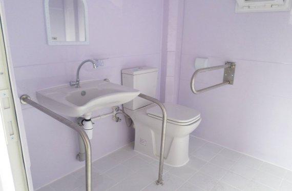 215x215 Инвалидная туалетная кабина